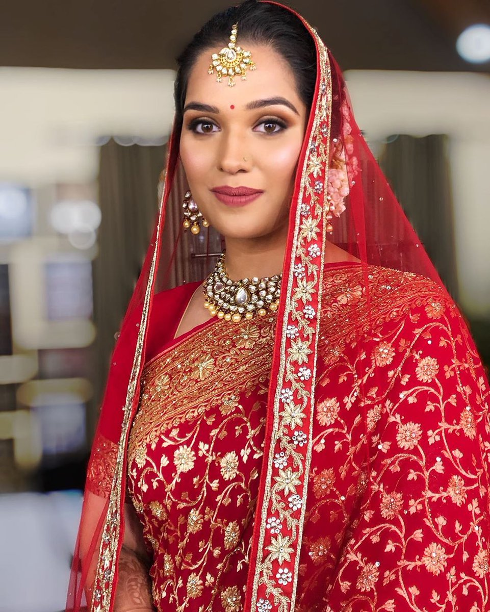 Tradition and Class, certainly going hand in hand for our lovely bride!  http://www.sohnijuneja.com  #makeupbysohnij #mua #makeup #makeupartist #makeupbyme #bride #weddingmakeup #wedding #bride2020 #beautifulbride #gorgeousbride #bridalmua  #wedzo #shaadisaga #wedmegoodpic.twitter.com/bl5aEaVOsQ