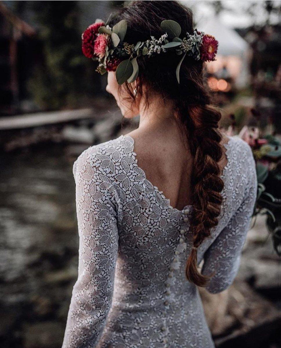 Visit @gatsbyexperience on IG for unique Honeymoon ideas⠀ •⠀ •⠀ @he.asked⠀ •⠀ •⠀ #heasked #bride #flowers #bouquet #bridestyle #weddingdressgoals #weddingfashion #bridefashion #fashion #soloverlypic.twitter.com/6GMbK6hdla