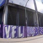 Image for the Tweet beginning: Das Graffiti am Stadion strahlt