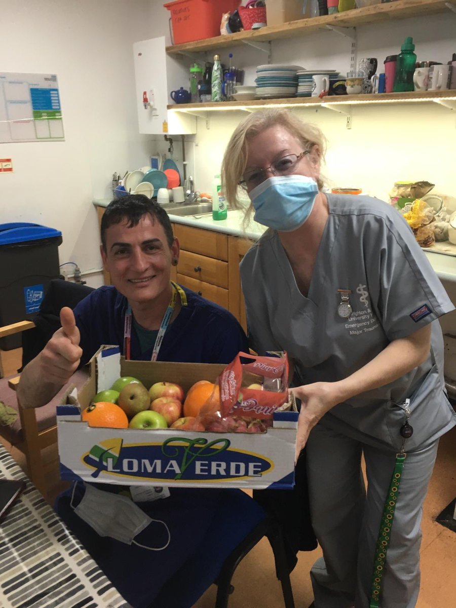 Thanks to Taj Brighton for the delivery of fruit @BSUH_NHS! You made a lot of people very happy! #superheroes #BSUHC19welfare #thankyoupic.twitter.com/D60GemP57J