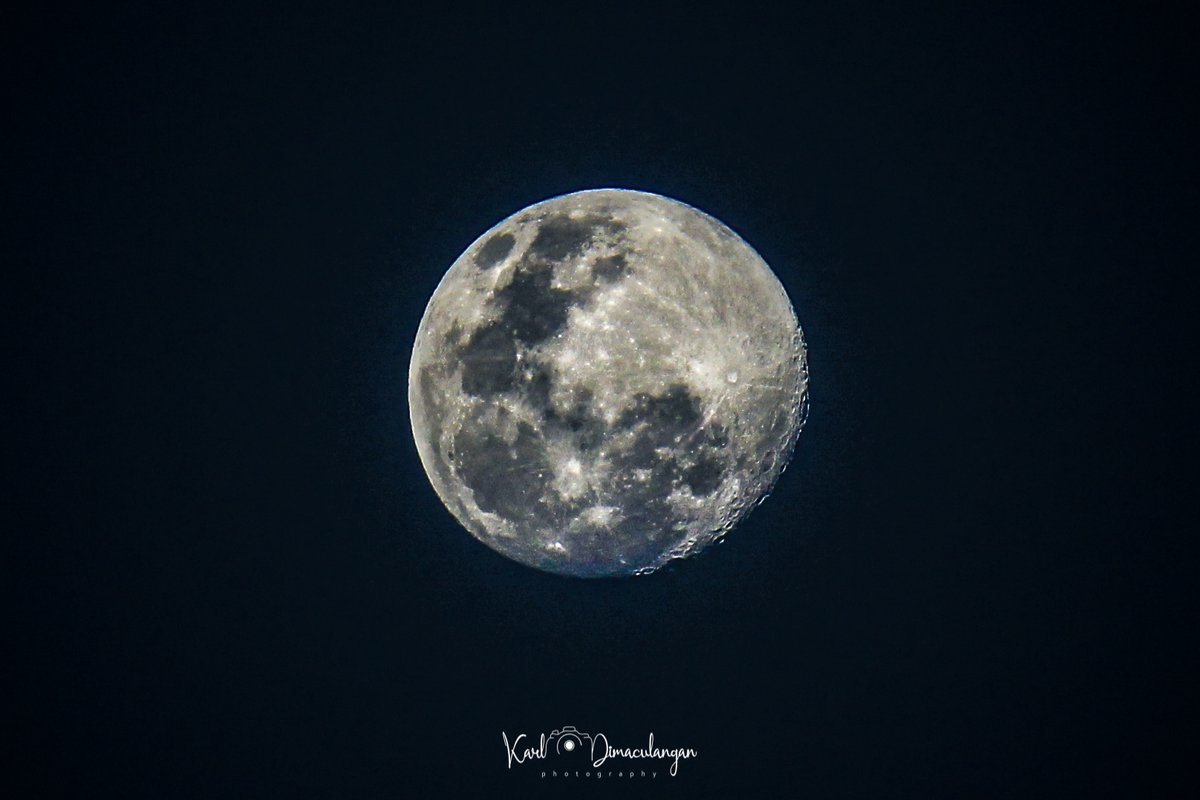 April 6, 2020  Waxing Gibbous Illumination: 96%  Shot at 7:36 p.m.  #Moon #MoonLovers #Photography #Astrophotography #PhotoOfTheDay pic.twitter.com/PyRPF5D7CX