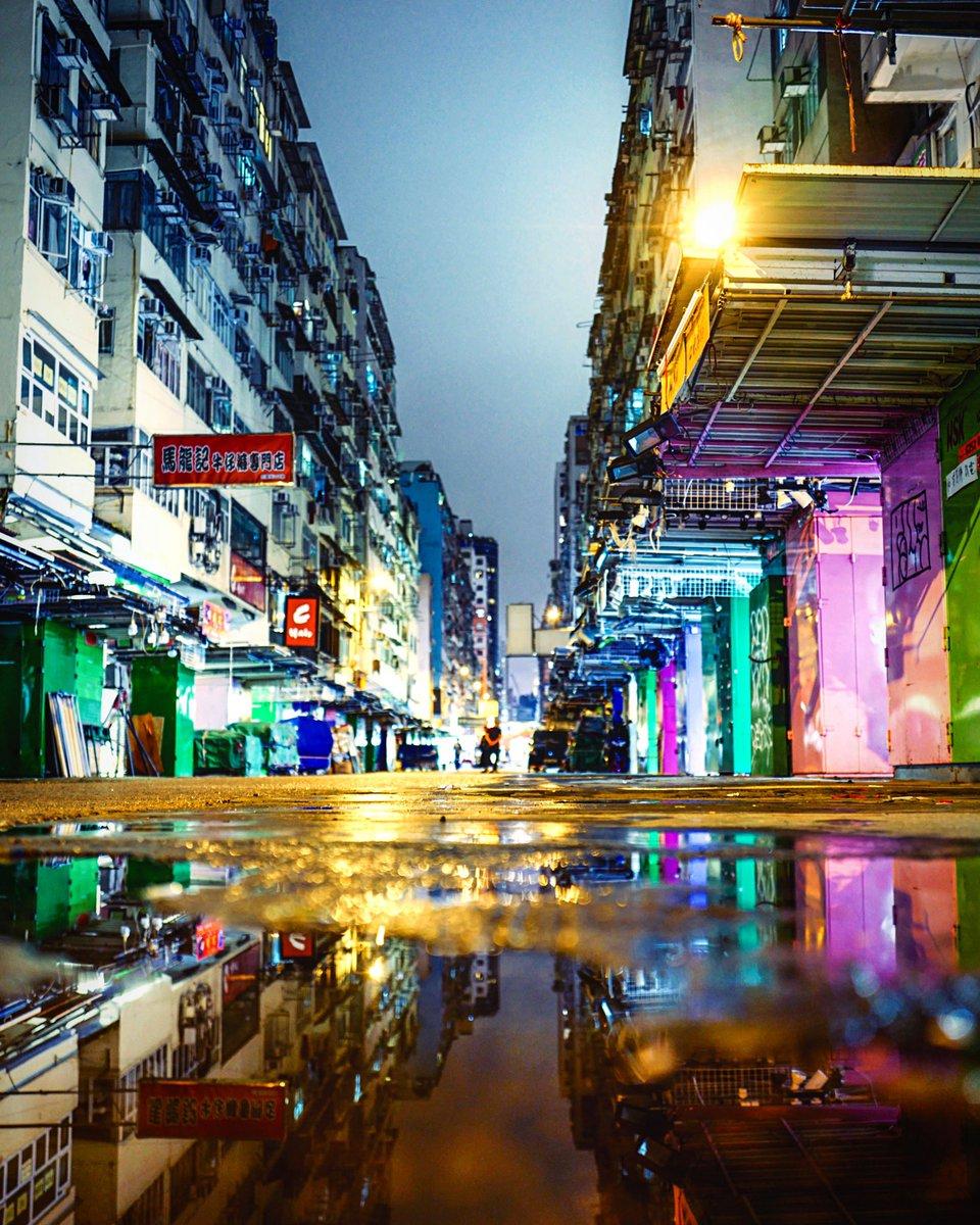 early closing #hongkong #discoverhongkong #streetphotography #nightphotography #香港 #reflection https://www.instagram.com/p/B-o20hnpr62/?igshid=lfmcjoloymsm…pic.twitter.com/s2JeZSHPr2