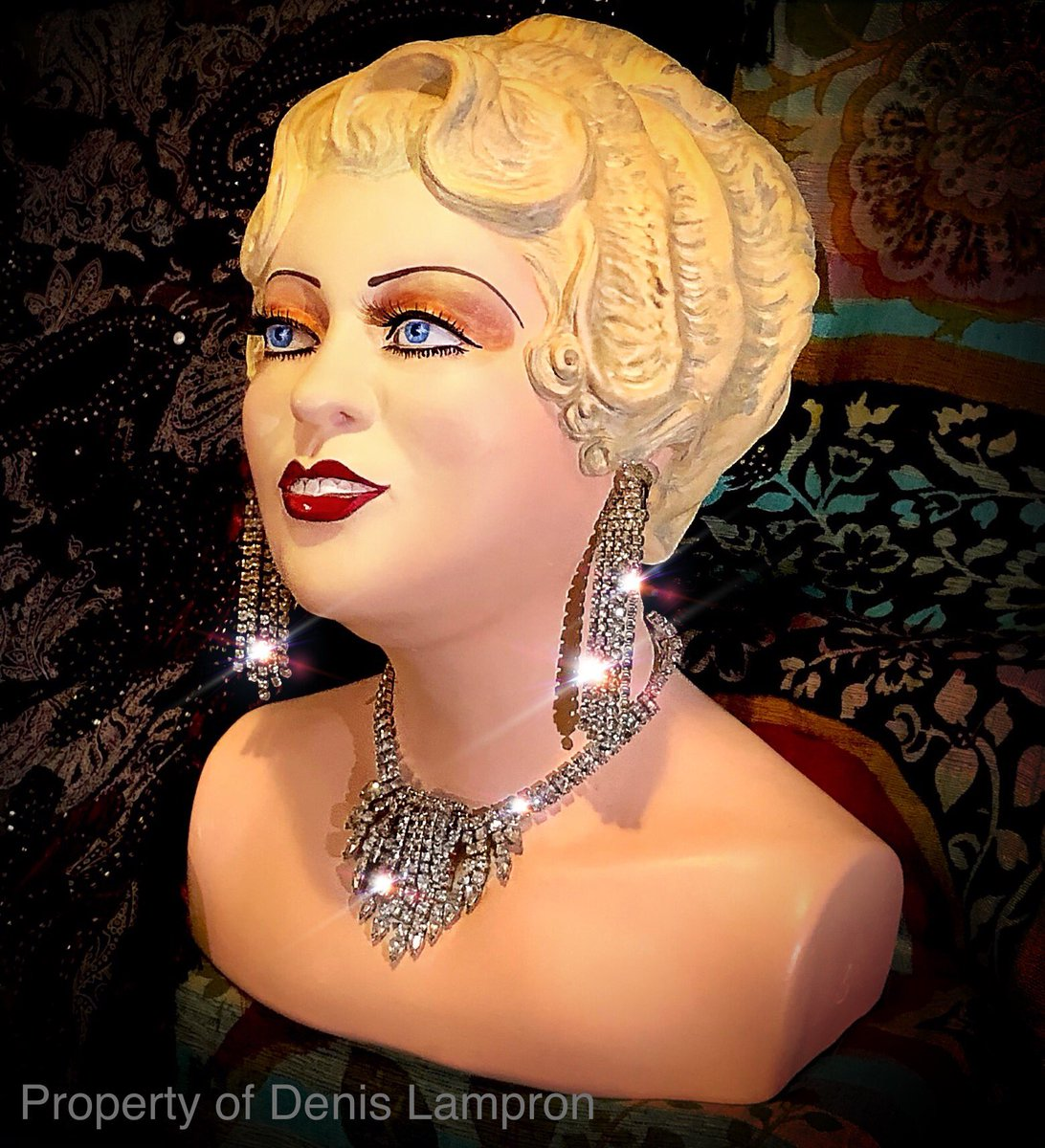 The Bust of Mae West  was on displayed in  Amsterdam in 2012. #MaeWest #Amsterdam pic.twitter.com/55IBDDmtsX