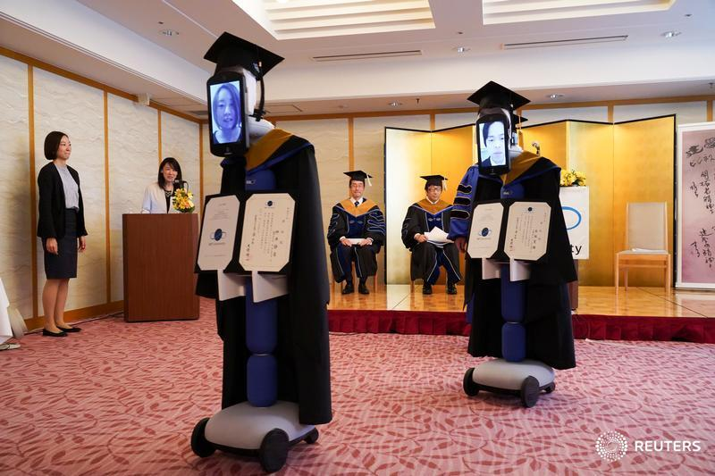 iPads attached to robots stand in for graduating students at a ceremony in Tokyo, #Japan. More photos of schools in the time of coronavirus: BBT University of japan pic.twitter.com/HvmoRIwBat