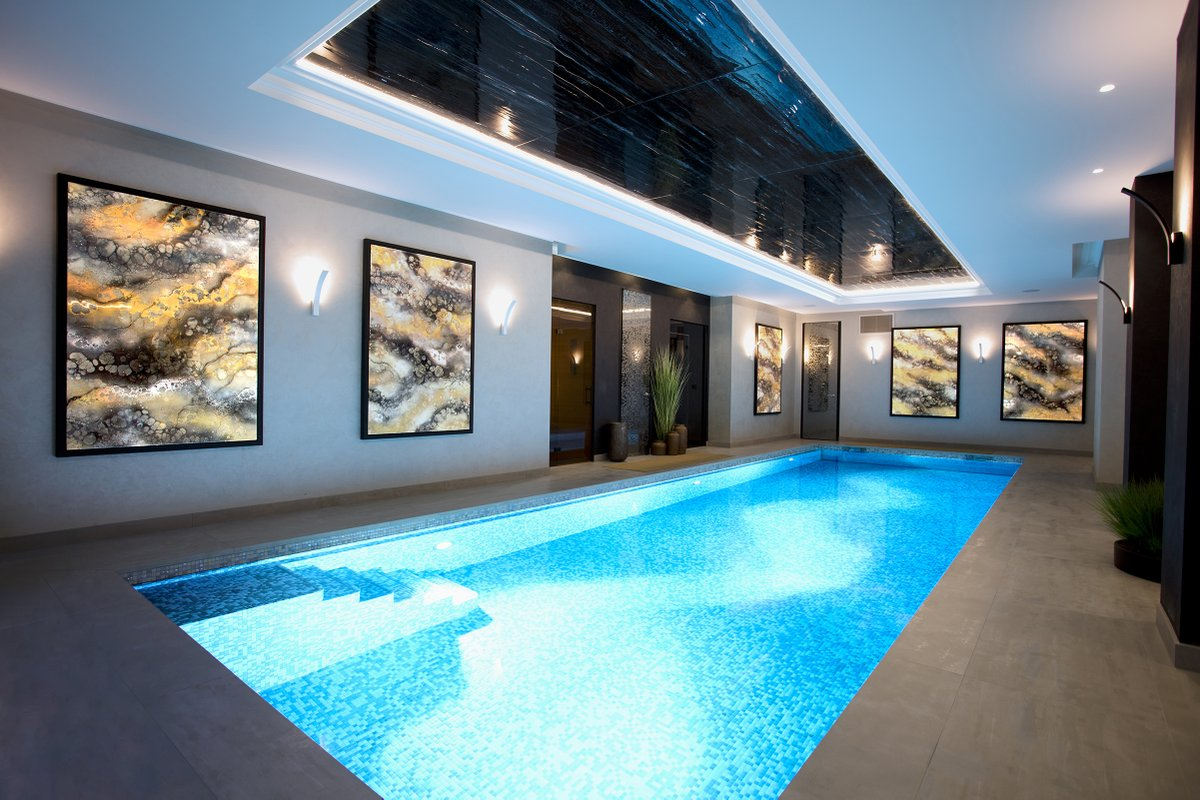 Throwback to a project for a residential client last year. A collection of fabulous and atmospheric commissioned paintings glowing softly in this subterranean swimming pool complex.   #kerrydarlington #abstractart #abstractpaint #bespoke #art #interiorart #resin #londonartpic.twitter.com/pRspDrDgQM