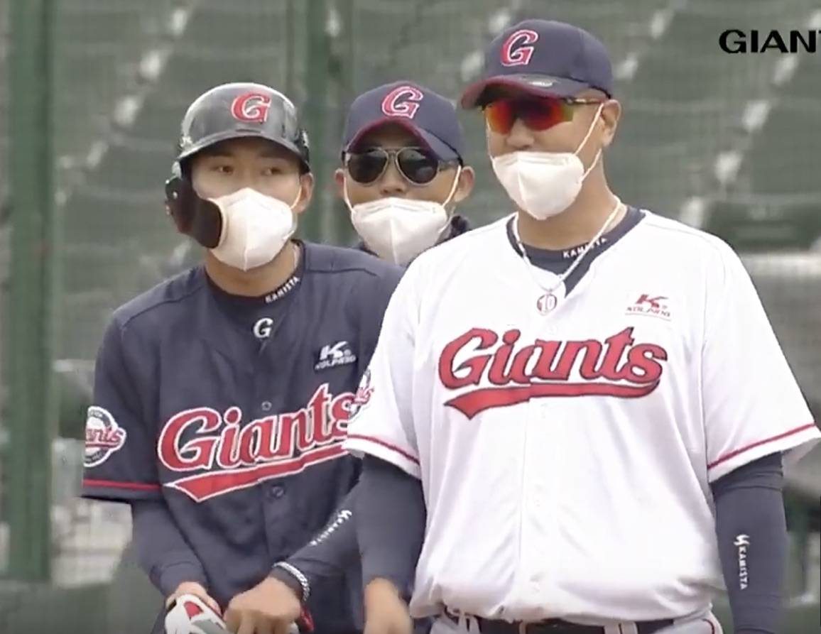 South Korea has done as good a job as any country of containing coronavirus -- and now, baseball is being played there, with opening day slated for late April. At ESPN, a look inside how Korea is doing it, through the eyes of Americans playing ball there:
