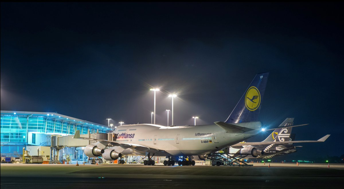 Really a rare sight: Welcome to Christchurch, Victor-Papa! Our #747 landed in New Zealand - one of 10 flights to NZ this week. On behalf of @AuswaertigesAmt we fly home thousands of travelers who are stranded abroad. 📷@CHC_Airport #WeAreInThisTogether newsroom.lufthansagroup.com/English/Newsro…