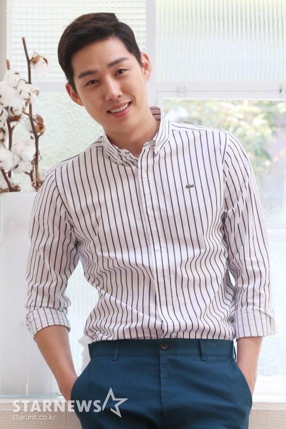 NEWS  | A agência do ator #BaekSungHyun, SidusHQ, anunciou que ele vai se casar no dia 25 de abril com a sua namorada que não é celebridade. Eles estão juntos há quatro anos.  Desejamos felicidades ao casal!!   /Hta pic.twitter.com/8F7DFmi9wh