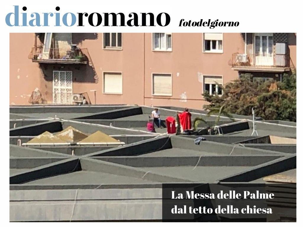 test Twitter Media - Il parroco della S.S. Trinità di viale Arrigo Boito ha deciso ieri di celebrare la messa sul tetto. Molti i fedeli affacciati che hanno ricevuto la benedizione. . #Roma #photo #lettori https://t.co/F5y22yOUeh