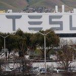 Image for the Tweet beginning: Tesla cuts contractors from factories