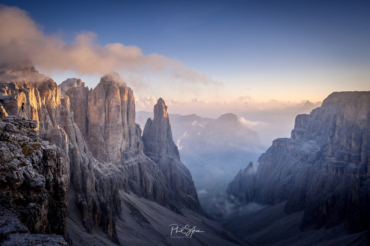 Strangers to friends to lovers to strangers...  I can't repeat the cycle. We have to stay as strangers now!  . #dolomites #dolomiti #italy #italia #redthread #alps #mountainspic.twitter.com/9QsHOmAsgQ