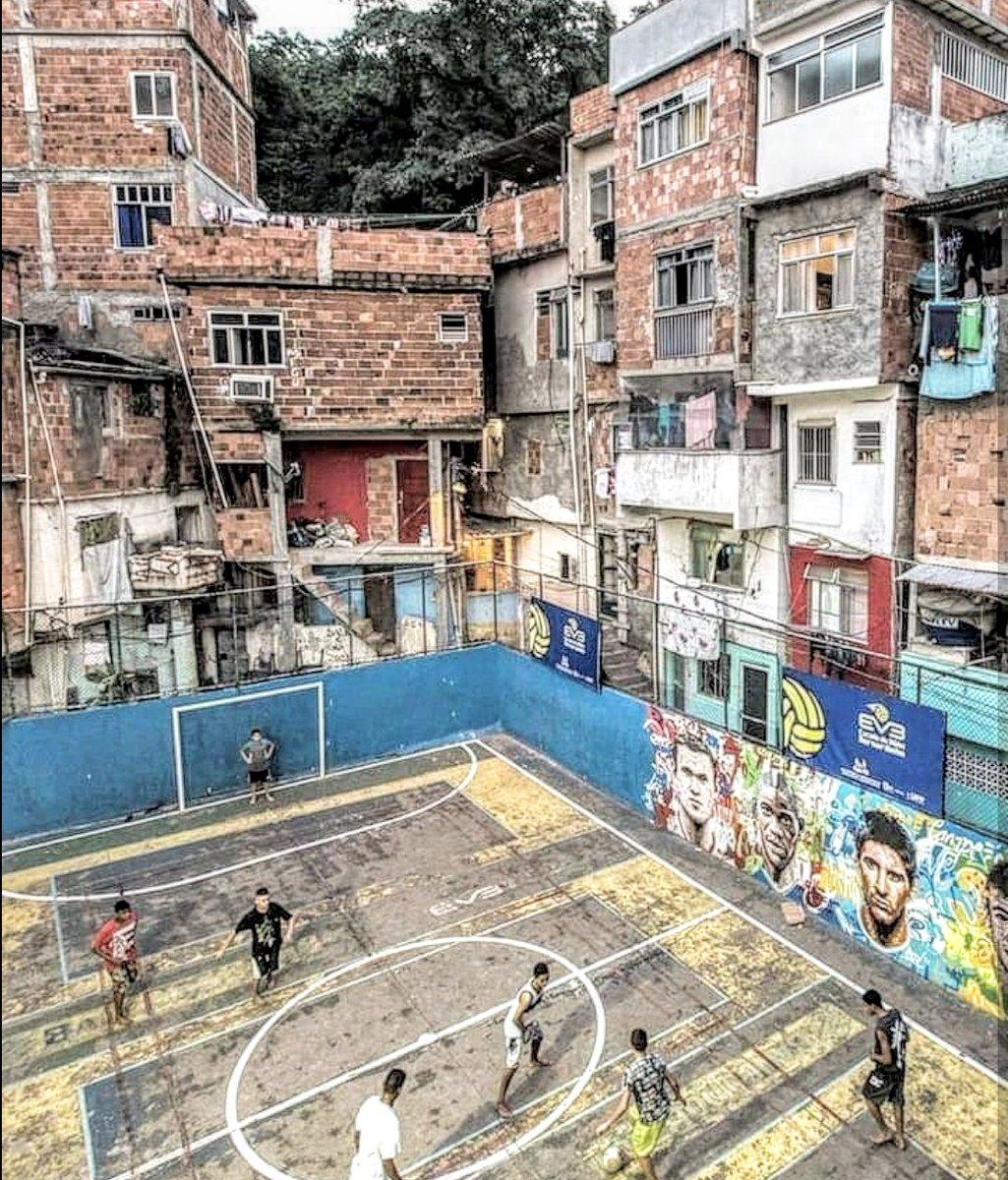 Favela Football Pitch #riodejaneiro #brazil pic.twitter.com/a5JiKBlAvP