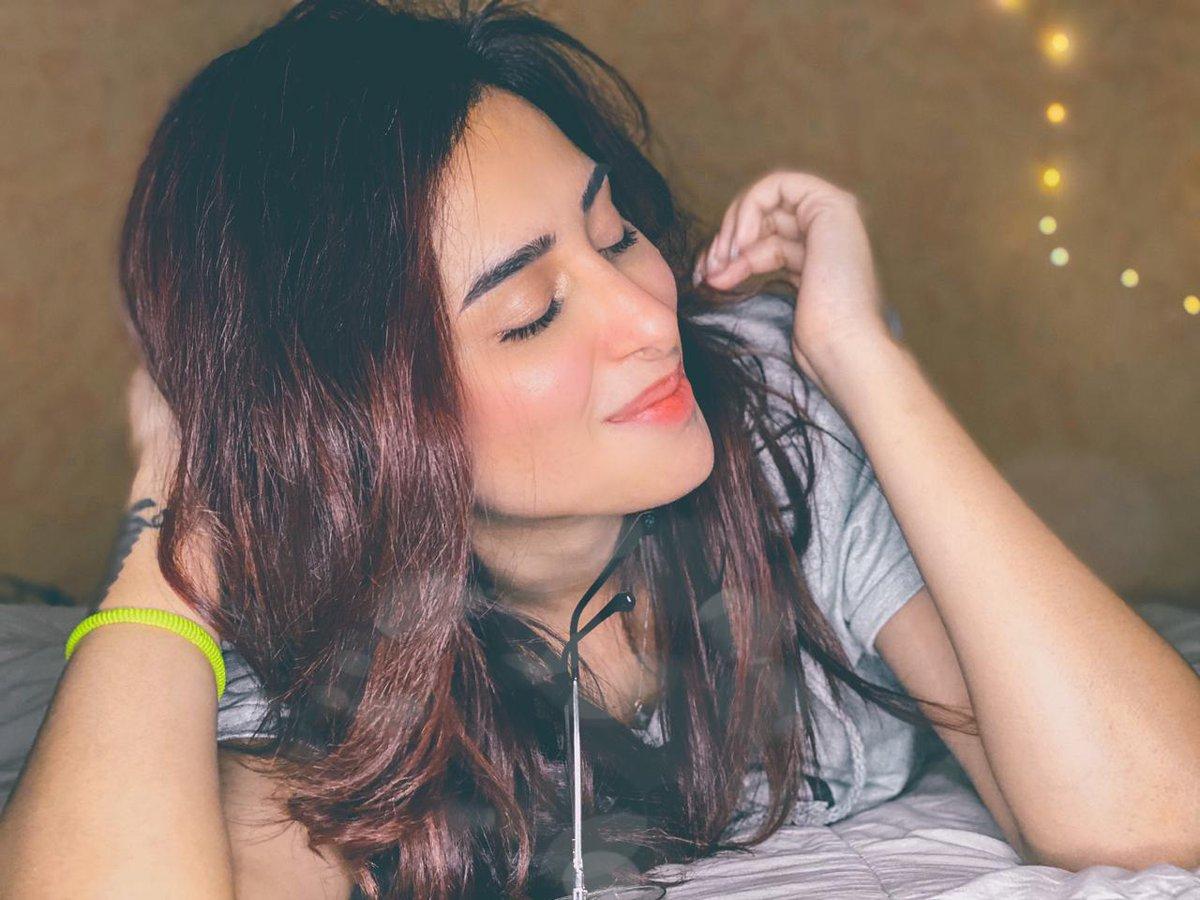Can't take our eyes off from this beautiful picture of Mahira Sharma...  #mahirasharma #biggboss #biggboss13 #actress #beauty #style #fashion #glamour #gorgeous #gossipganj @officialmahirasharmapic.twitter.com/5c3egm4E3n
