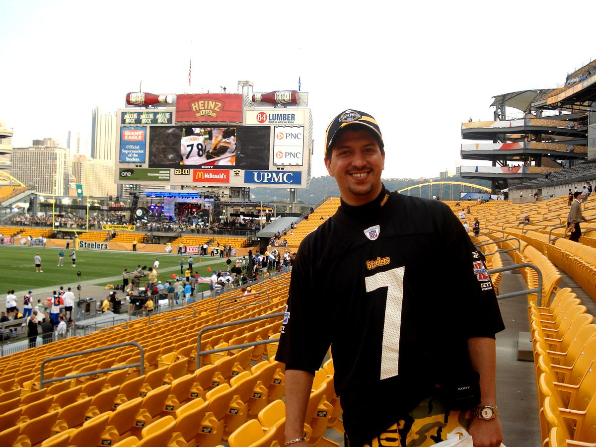 @SteelersUnite @heinzfield 2,200 miles. From Guanajuato, Mexico.