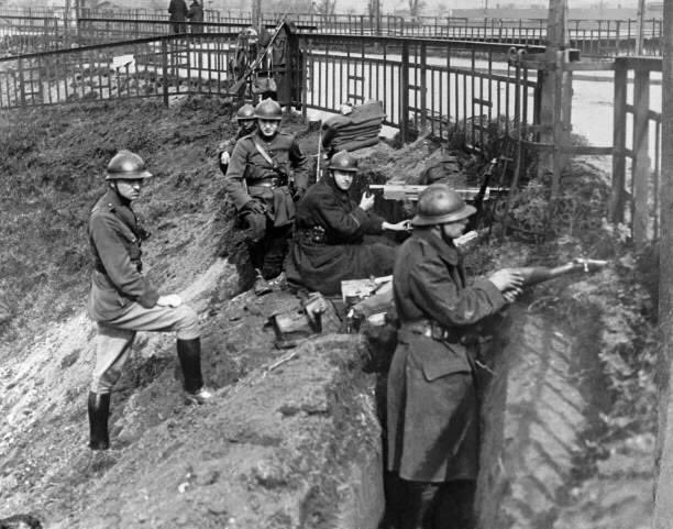 Belgian troops on guard at a Rhine River bridgehead in the Ruhr District where the Germans are now fighting the communists in the neutral zone, Ruhr, #Germany. pic.twitter.com/JzfVFY9IiU