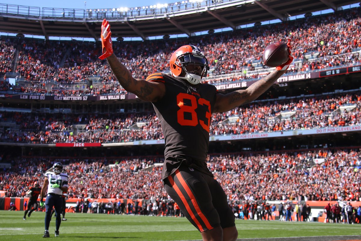 The Free Agent Signing Of TE #RickySealsJones By The #Chiefs...IMO Was An Under The Radar FA Signing STEAL!  He Is An Athletic 6-6/245lbs Move TE Capable Of Consistent Explosion Plays...  Place Him Opposite #TravisKelce And That Could Dynamic TE Combo! pic.twitter.com/AAdawF3zsV
