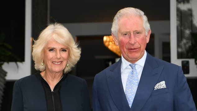 #DuchessCamilla comes out of #selfisolation and reunites with #PrinceCharles ahead of their 15th #weddinganniversary! https://www.promipool.com/royals/camilla-out-of-self-isolation-reunites-with-charles-ahead-of-wedding-anniversary?utm_campaign=PPAR_200406_CamillaComesOutOfSelfIsolationReunitesWithCharlesAheadOfWeddingAnniversary&utm_medium=Social&utm_source=Facebook+Promipool.com&utm_content=Teaser&id=20911030 …pic.twitter.com/IoRDFFgwPY