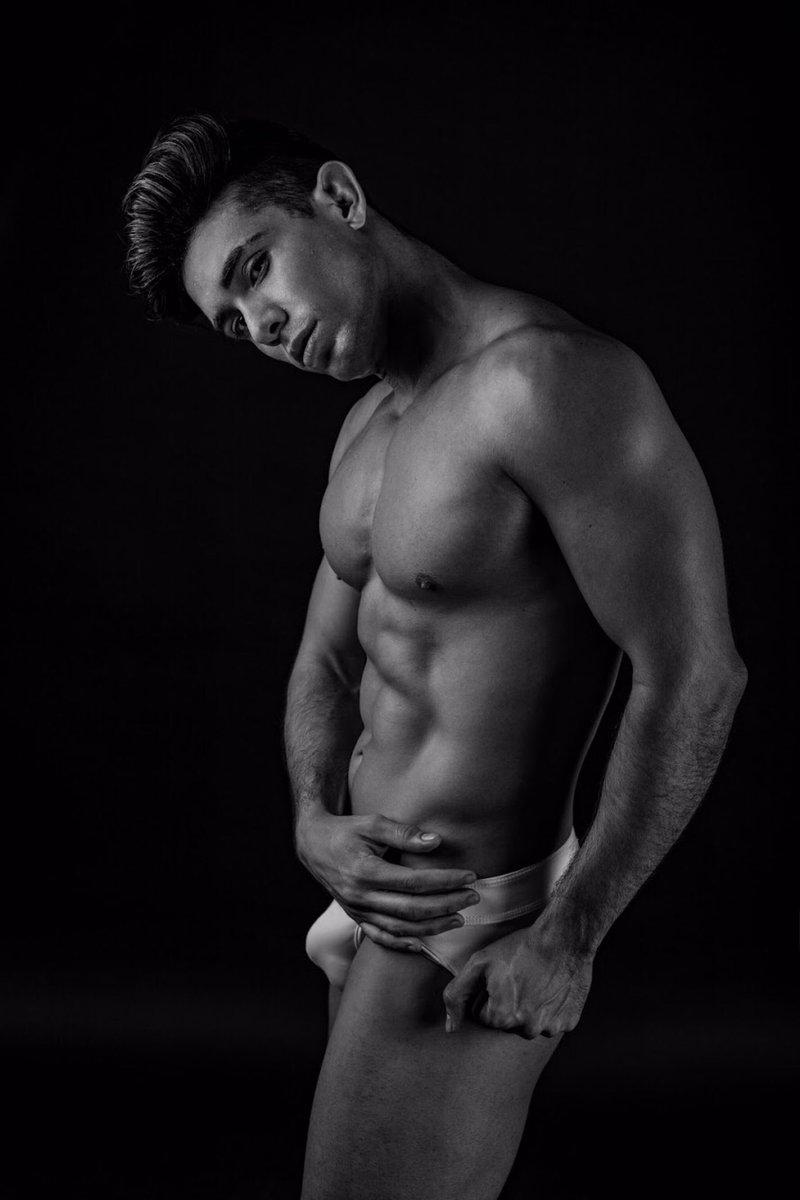 Why It gotta be black?...  #topmodel #malemodel #mexicanmodel #dancer #fitnesslover #fitnessjourney #fitnessmotivation #fitnessmodel #singer #actor #underwearmodel #malefitnessmodel #malephotographypic.twitter.com/sJ7xJigoB3