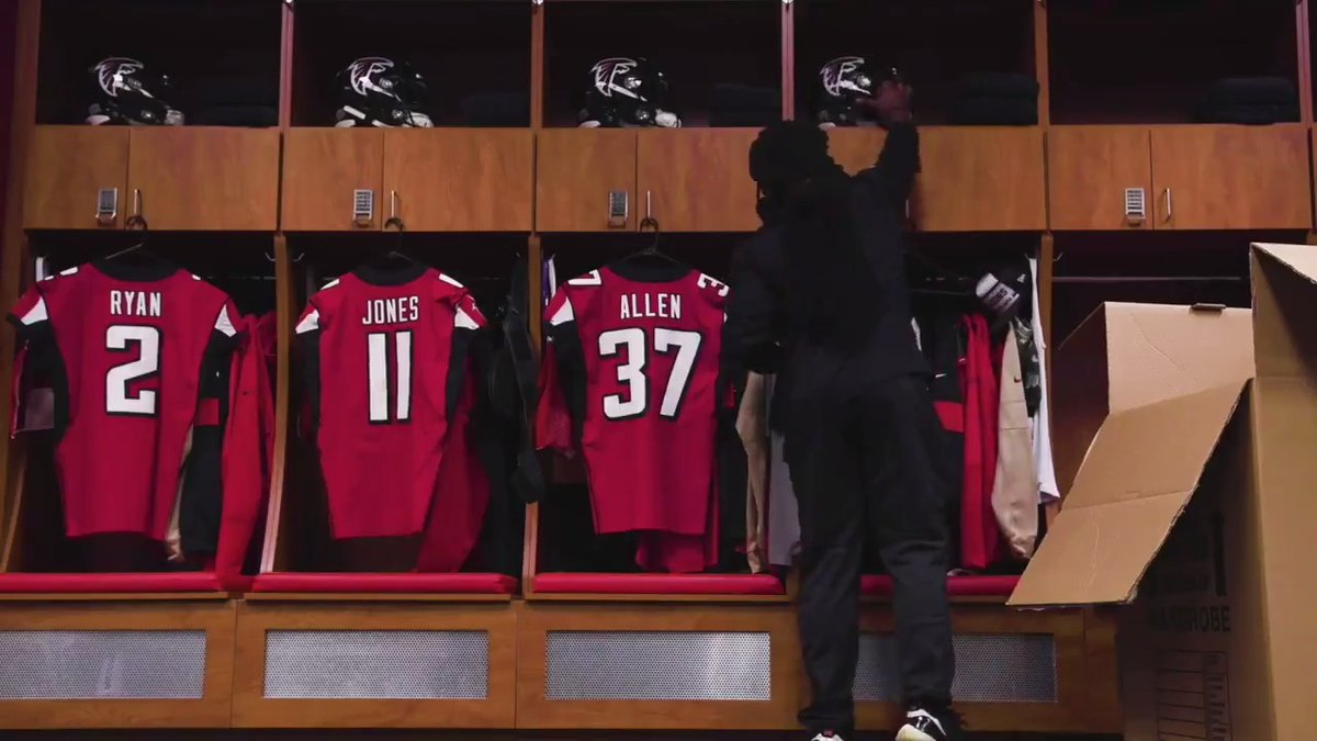 Falcons join uniform change craze, something Raiders haven't done