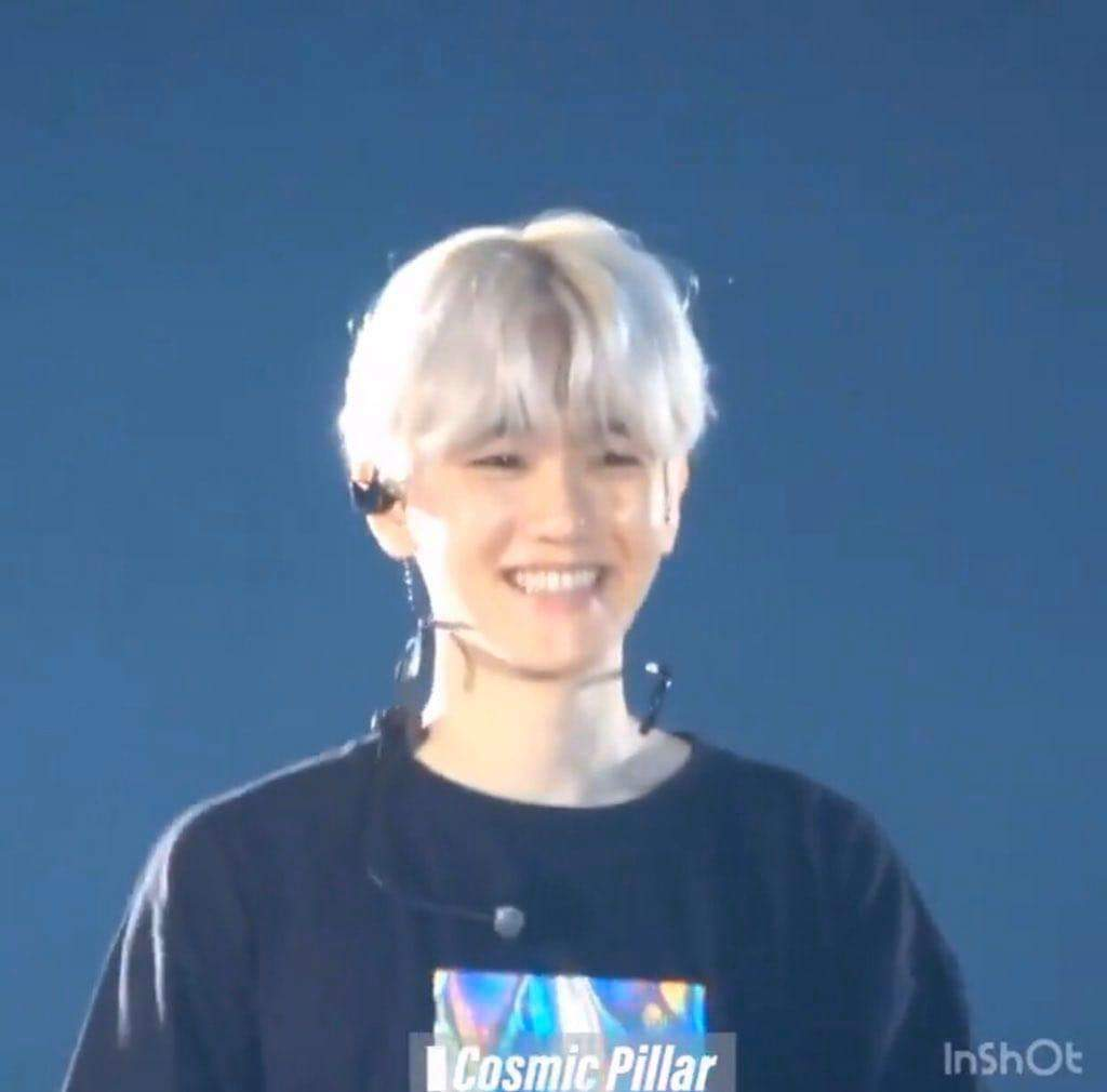 you just stopped everything for a moment and thought oh, i really love this liddol baby boy whose name is byun baekhyun and i love his small face and his mochi cheeks and when he smile like this and you just want to protect him forever and put him in your pocket.. pic.twitter.com/BGIpH0LGNW