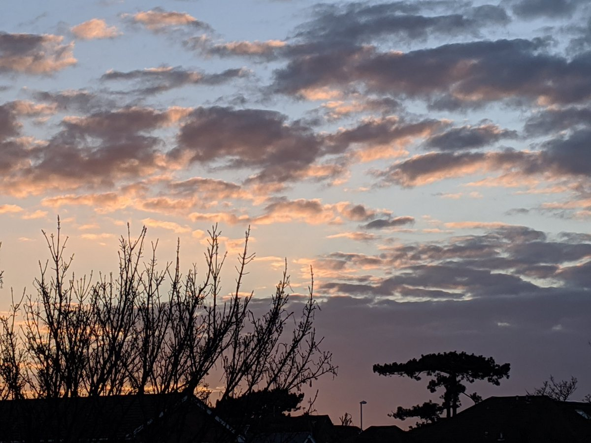 #Sunset  A beautiful evening sky in Worthing today.   pic.twitter.com/MiI9NOi6yI