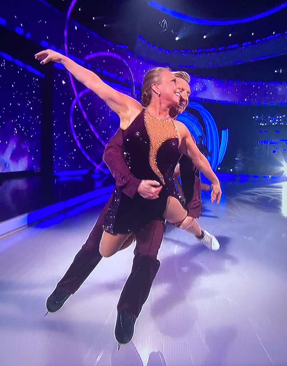Peace begins with a smile  @torvillanddean #PicOfTheDay pic.twitter.com/9oxCQYSbkY