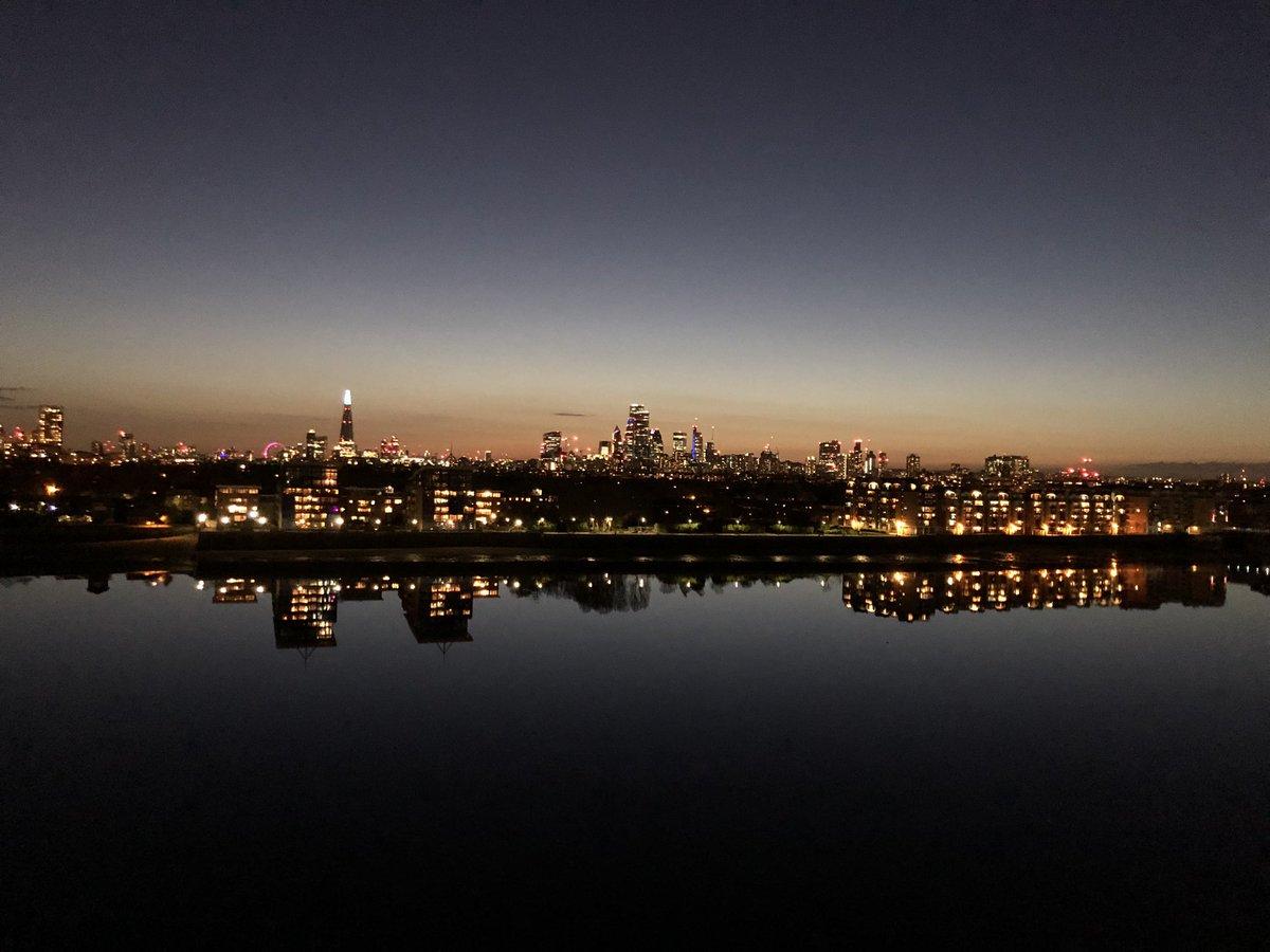 River is so still tonight #London pic.twitter.com/9TwgbKDcum