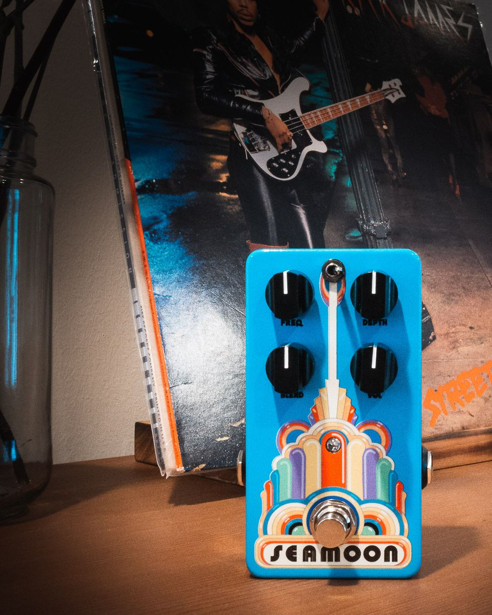 The funk is back in a smaller, durable, road-ready package. Introducing the Seamoon Funk Machine, brought to you by none other than session legend Neil Jason. https://bit.ly/3bX4qBb #thebassment #basstalk #bassplayer #tonemob #knowyourtone #gearwire #gearybusey #effects #pedalspic.twitter.com/VQluP1h9qh