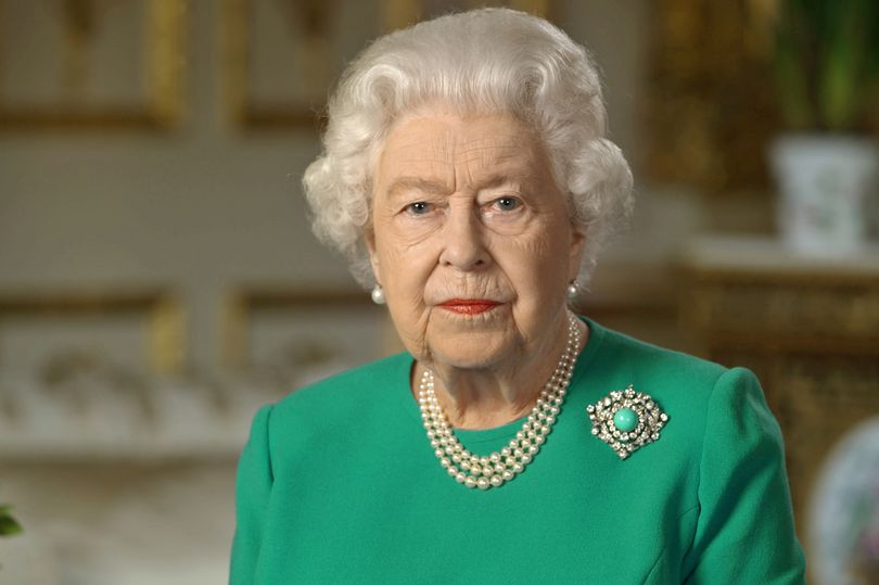 BREAKING Queen kept informed of Boris Johnsons condition as PM admitted to ICU mirror.co.uk/news/uk-news/b…