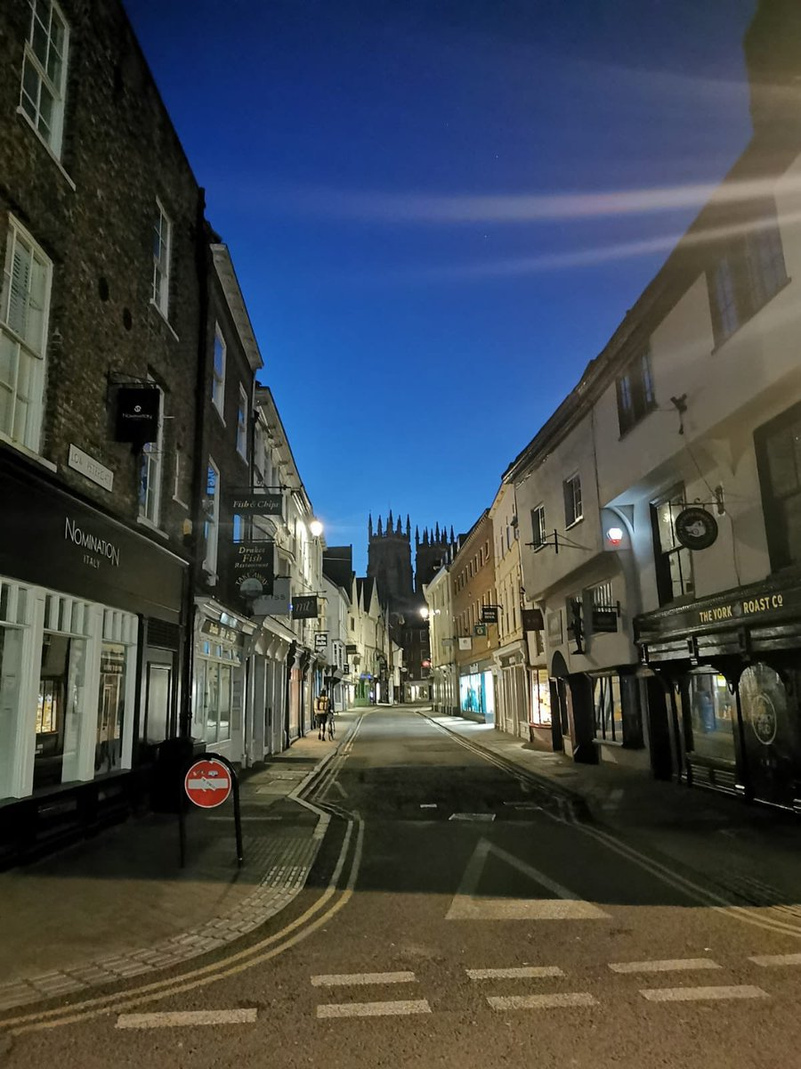 More patrols around the city centre tonight to prevent burglaries.  It's a haunting place when no one else is around. #york #beautiful pic.twitter.com/Kusqqb9nDm