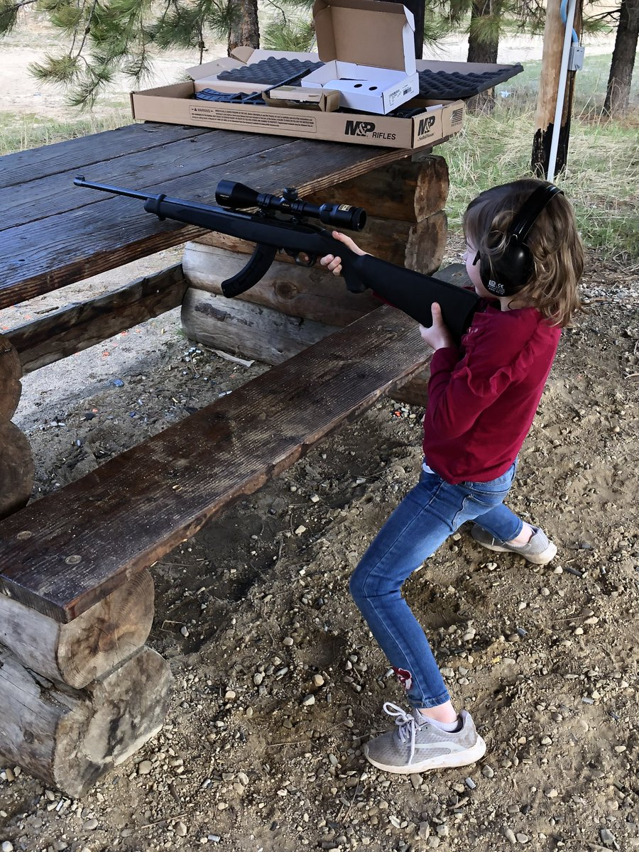 It's a bit of an unorthodox stance, but it'll do for now.   #2ndAmendment #2A #5YearsOld #Ruger #GirlsWithGunspic.twitter.com/NGd4aeh9YD