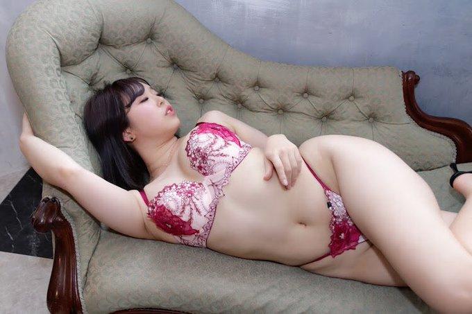 グラビアアイドル上田ミルキィのTwitter自撮りエロ画像40