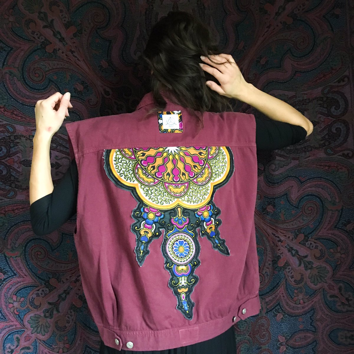 💜 FLASHSALE 💜 🌈 vintage 80's vest with mandala patch 🌈 80€ (shipping is an additional cost!) size M-L DM me for more info  #flashsale #supporthandmade #smallbusinessowners l