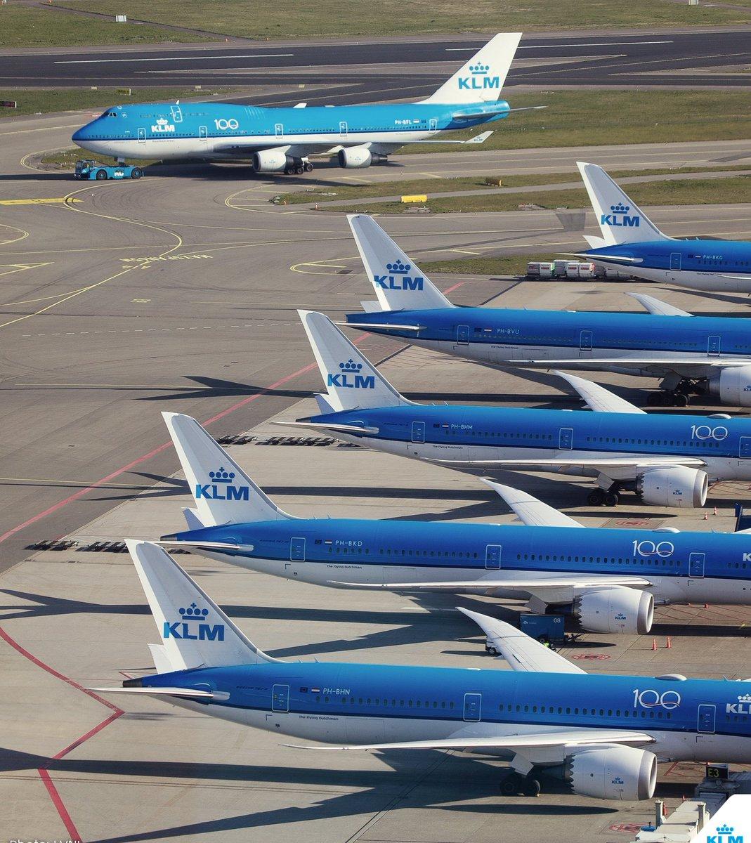 10500 aviones están en tierra a causa del #coronavirus. https://pulsoguayaco.blogspot.com/2020/04/coronavirus-espacio-aereo-vuelos.html?spref=tw…  #AvGeek #planespotting #aviation #aviacionecuador #fly #airnews #Ecuador #Guayaquil #Quito #coronavirus #southamerica #avionpic.twitter.com/LfSV9n7XJZ