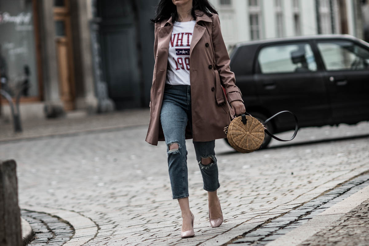 Frühlings-Outfit für Petites: mit Trenchcoat & Mom-Jeans https://cmun.it/o0crlo [Anzeige] #fashion #fashionblogger #ootd #outfit #styling #blogger #PetiteFashion #Modetrend #Trend #mode #lookbook #juliesdresscode #frühling #spring #throwback2018pic.twitter.com/QrSat3jcx9