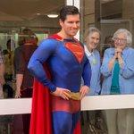 まるでヒロインの表情♡スーパーマンを見たおばあちゃんのリアクションが可愛い♡
