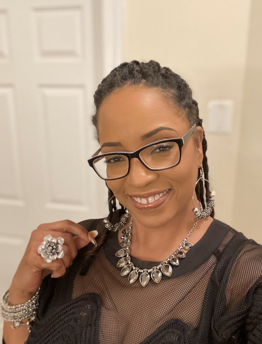 How was your day?   #fashionshow #fashionista #fashionable #LA #jewelry #makeupartist #stylish #fashionpost #fashionstyle #statement #fashioninspo #fashiongram #fashionaddict #makeupoftheday #freelancemua #makeuplooks #makeuplook #makeupjunkie #makeupaddict #softglam #mualifepic.twitter.com/YUBXxdLrpD