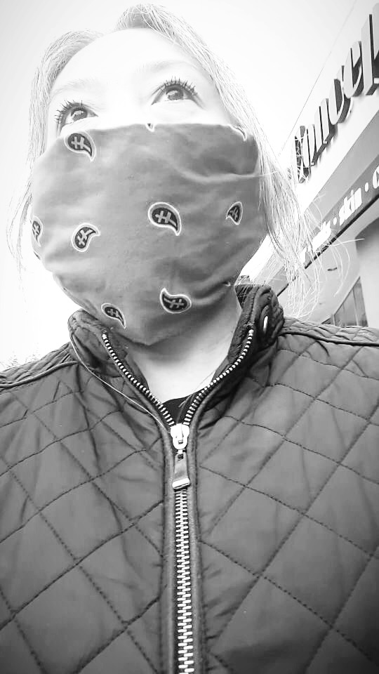 Thank you Japanese Twitter for teaching me how to make this kerchief face mask. Couple ladies at the store thought it was cute.   Thanks. I mean I guess?   What do you say to that?  #QuarentineLife  #Covid_19 #face pic.twitter.com/UKRYO6z9Qg