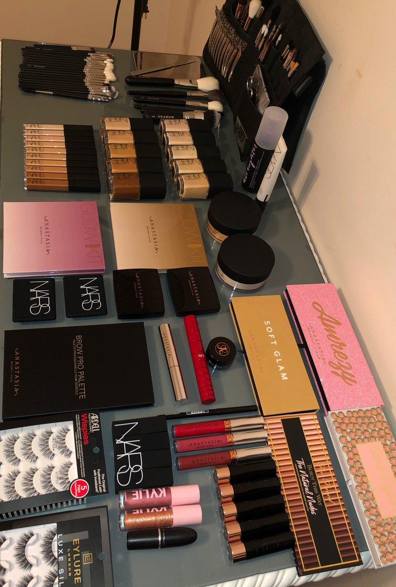 A full makeup kit = A happy makeup artist#makeup #makeupartist #nars #narsissist #narscosmetics #morphe #morphebrushes #morphebabe #blendtherules #anastasiabeverlyhills #abhbrows #abhxamrezy #kyliecosmetics #kyliehighgloss #eylurelashes #urbandecaypic.twitter.com/jTfLcqBDbK