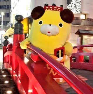 Tosakenpi, a Tosa dog with a bridge on his head, is the mascot of Harimaya Bridge in Kochi, Japan. He winks a lot.