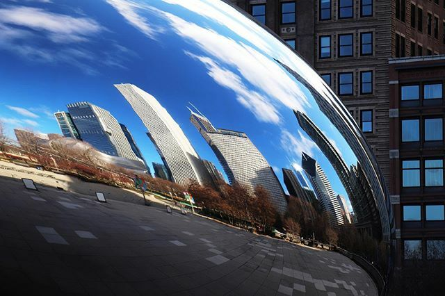 Great reflection on the bean in Chicago.  #reflection #chicago #milleniumpark #covid_19pic.twitter.com/vx44QhujFK