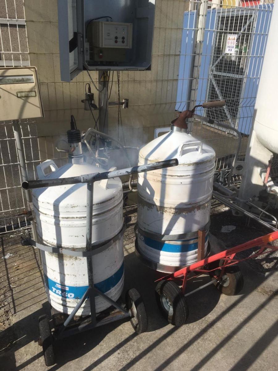 😷 Aujourd'hui, sortie hebdomadaire de nos vaillants techniciens pour alimenter en azote nos spectromètres #rmn