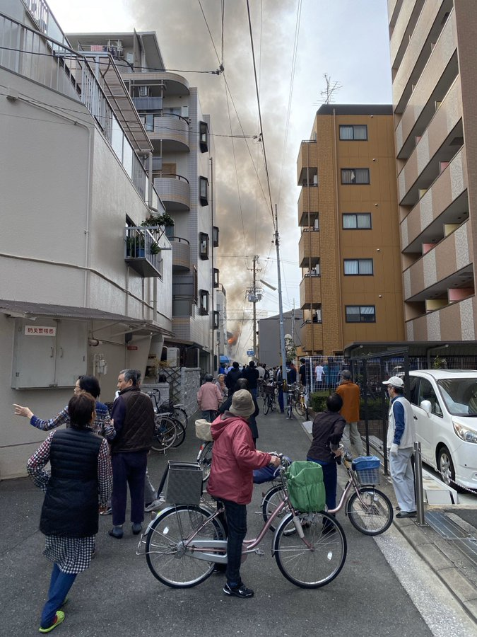 布施駅付近で火事が起きている現場の画像