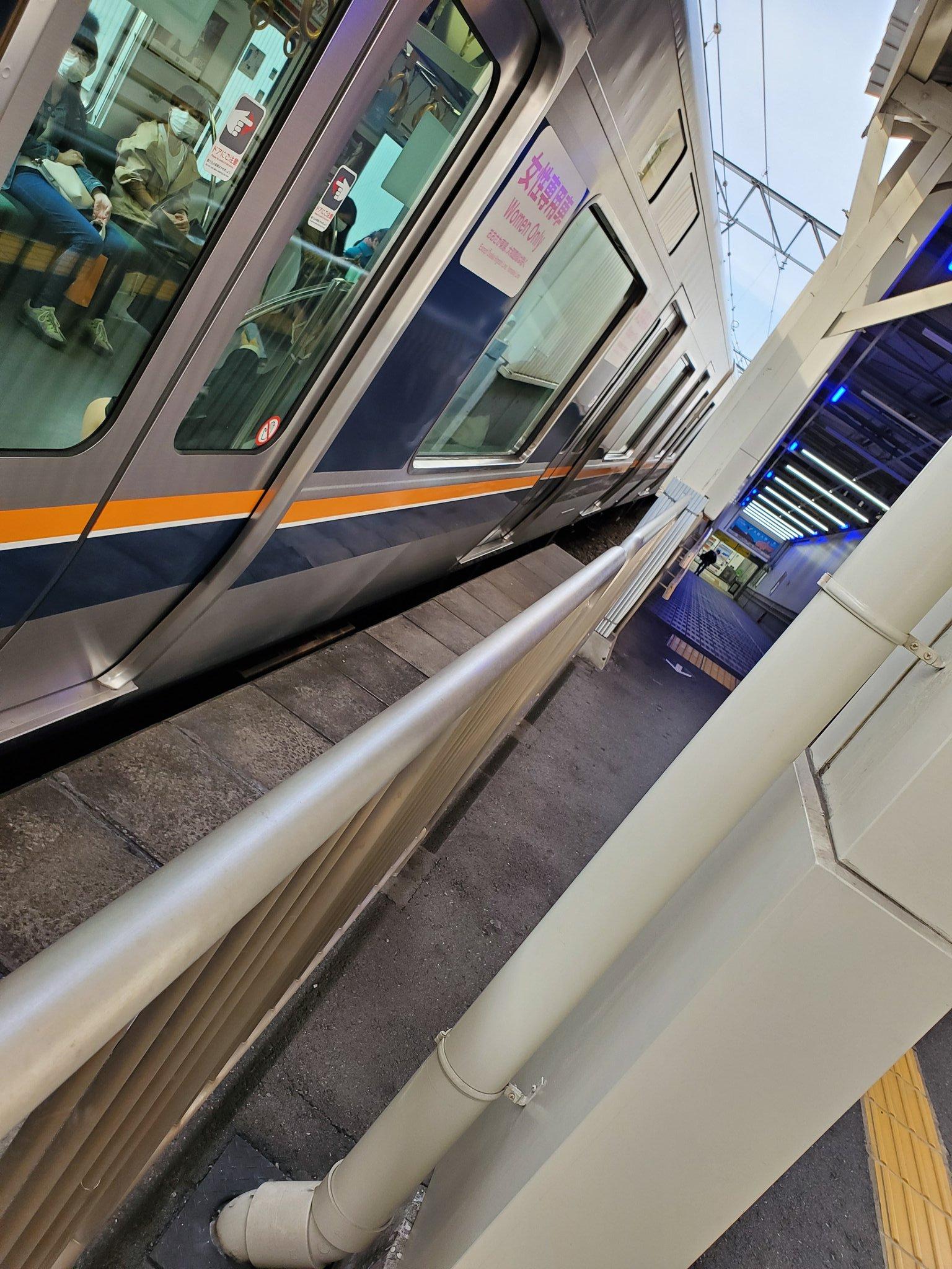 吹田駅の人身事故の当該列車の画像