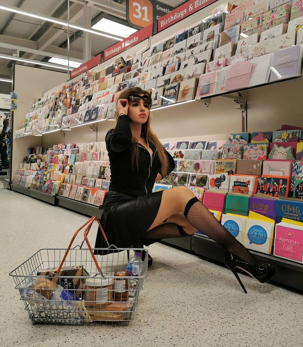 @alexajanem When you see soilders and policemen patrolling the supermarkets.  Respect to all key workers, especially NHS workers around this time. #picoftheday #instagirls  #essexeelegs1 #freeshoutouts #followback #repost #alexajanem #fishnetsocks https://essexeelegs.co.uk/search?type=product&q=Fashion+Socks …pic.twitter.com/OC99plrhUj