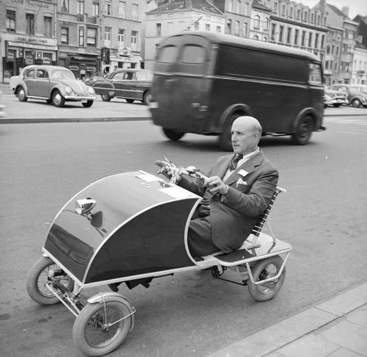 #ThrowbackThursday Fernando Ruiz Luciarte driving his invention, the Oto-Pedal, through the streets of #Paris, July 1958. The car, specially designed for elderly people, is modelled on the child's pedal car and travels at a speed of 25 miles per hour.   © by Karel Berg/BIPs pic.twitter.com/HzSZf2f0qS