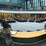 Image for the Tweet beginning: Parlamentssitzung in Berlin in Zeiten