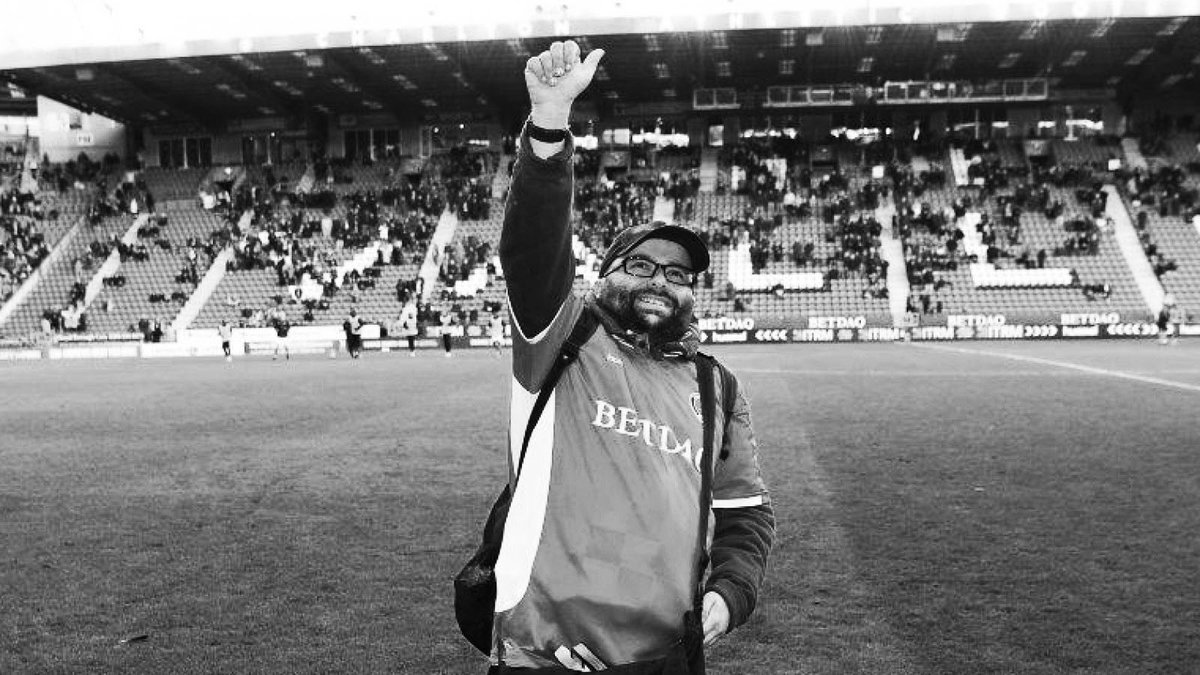 We are truly devastated to hear of the passing of one of Charlton's most dedicated, loyal and popular supporters, Seb Lewis, at the age of just 38. #cafc https://t.co/KNacd5qEBy