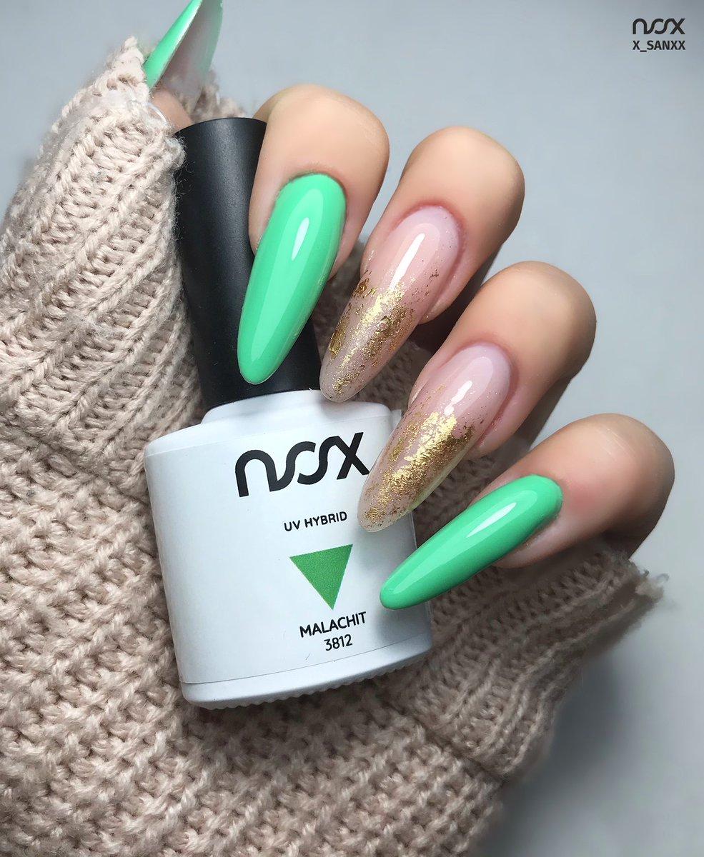 Malachit to czarująca zieleń która w połączeniu z błyskiem potrafi zdziałać cuda!  #nails #nail #nailsart #nailart #nailsartist #nailartist #nails2inspire #nailsinspirations #nailsdesign #manicure #manicurehybrydowy #paznokcie #paznokciehybrydowe #paznokcieżelowe #hybrydypic.twitter.com/In4uVDD4bo