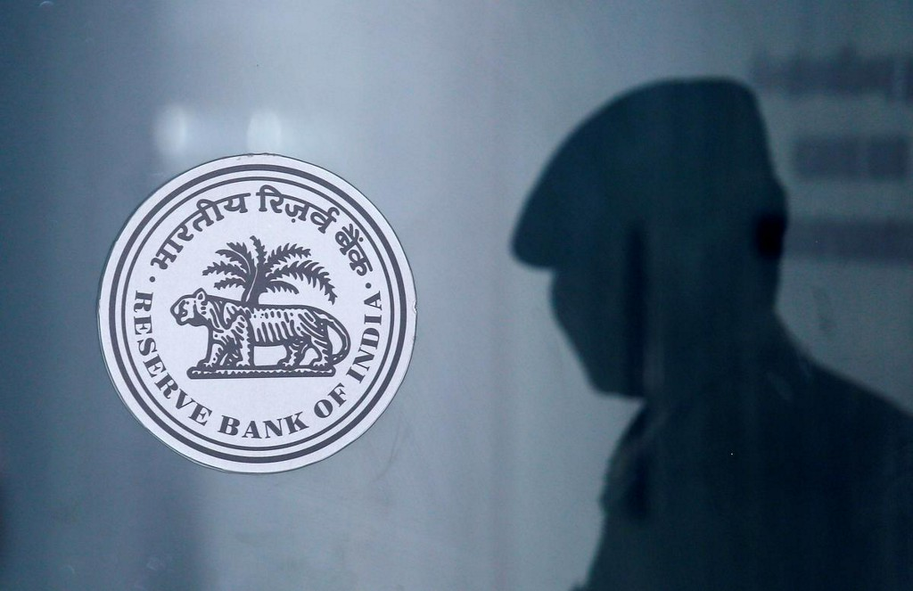 Exclusive: India's banks plan to close most branches during lockdown - sources https://www.reuters.com/article/us-health-coronavirus-india-banks-exclus-idUSKBN21D0O0?taid=5e7c80b5ef5fb40001469baa&utm_campaign=trueAnthem%3A+Trending+Content&utm_medium=trueAnthem&utm_source=twitter…